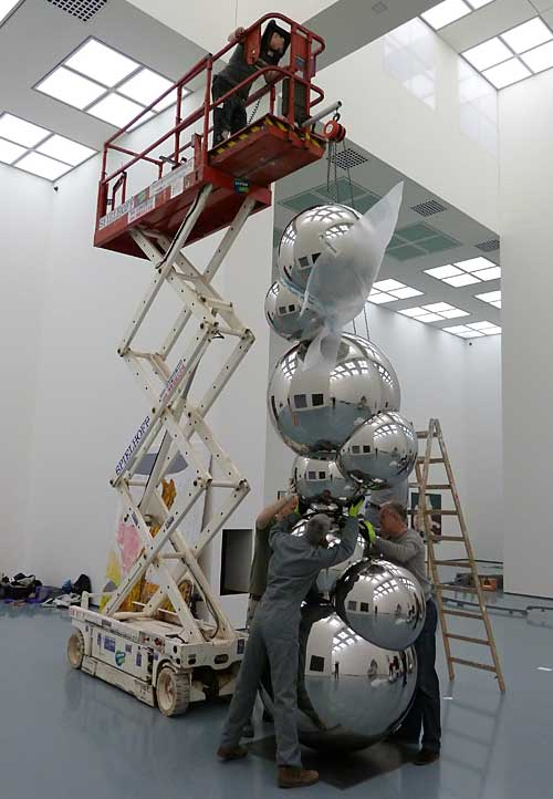 david fried, installing sculpture